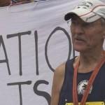 V 73 letech běhá maratony. A je vegan.